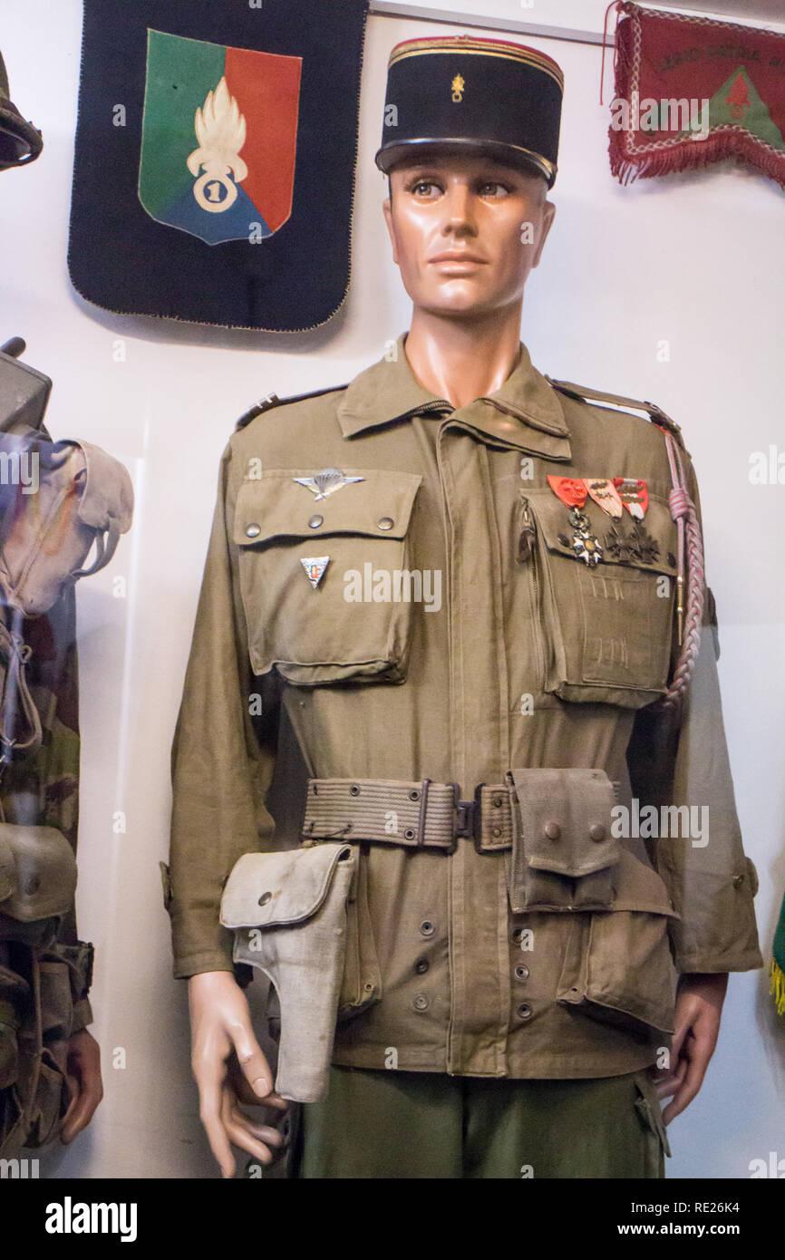 Istituzione des Invalides de la Legion Etrangère à Puyloubier : Staff sergente di seconda e terza estera battaglione di fanteria o XIII DBLE (serbatoi) 1946-1948 Immagini Stock