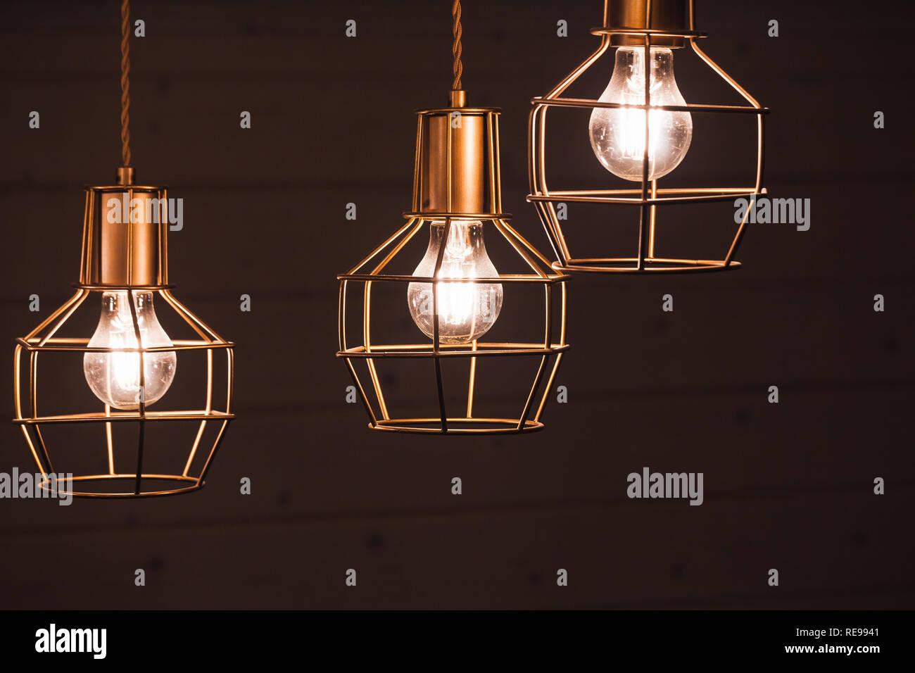 Tre lampade a bulbo, LED giallo gli elementi di ...