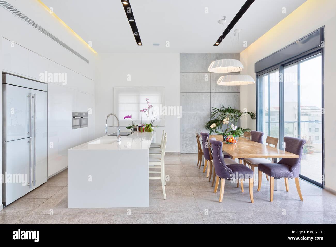 Progettazione moderna cucina di lusso in marmo con isola e ...