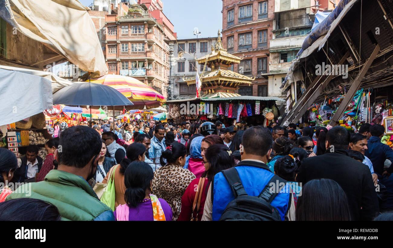 La folla lo shopping in Siddhidas marg durante il festival di Tihar è, Kathmandu, Nepal Immagini Stock