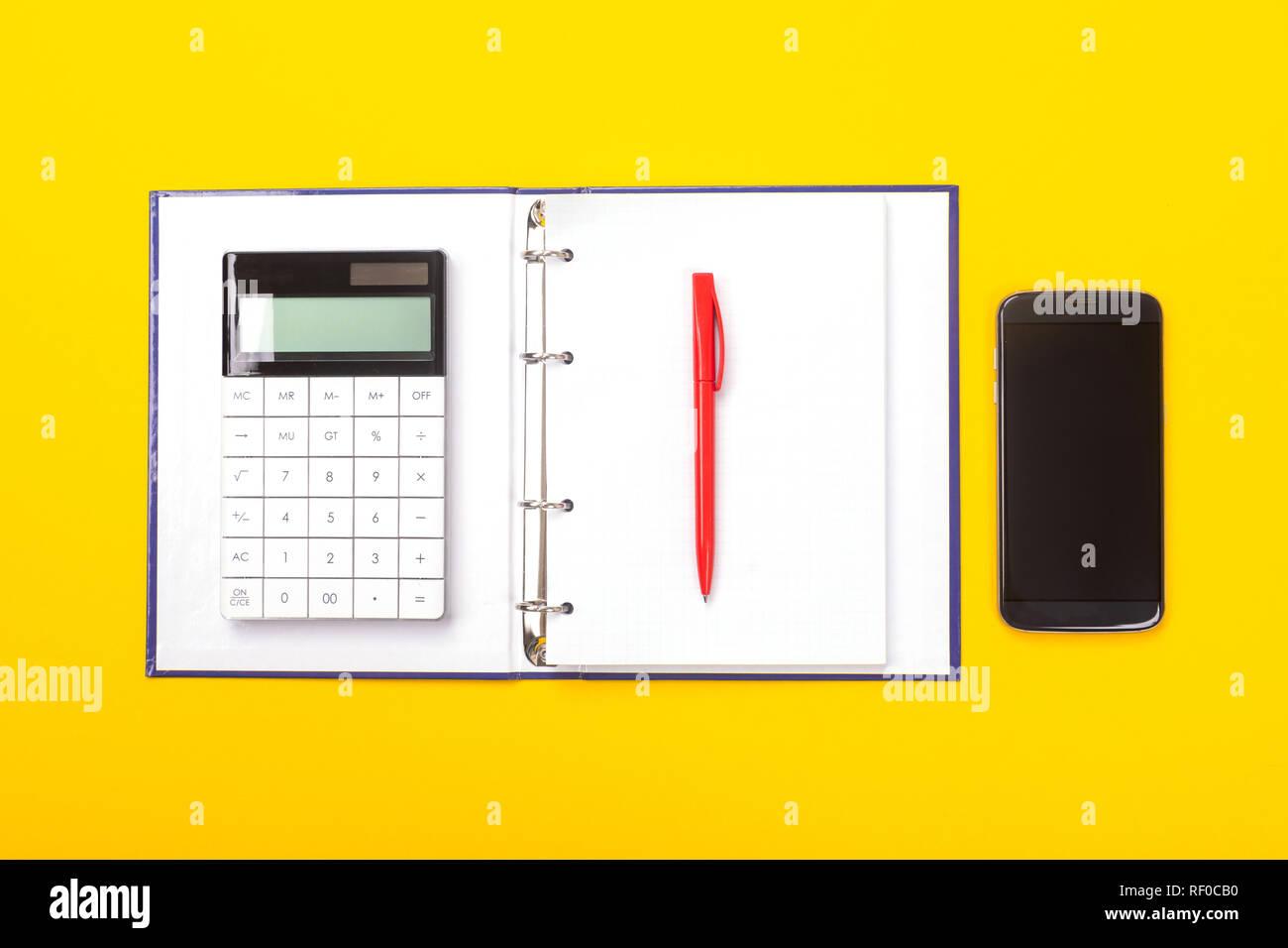 Blocco Note Con Penna A Sfera Calcolatrice E Telefono Cellulare