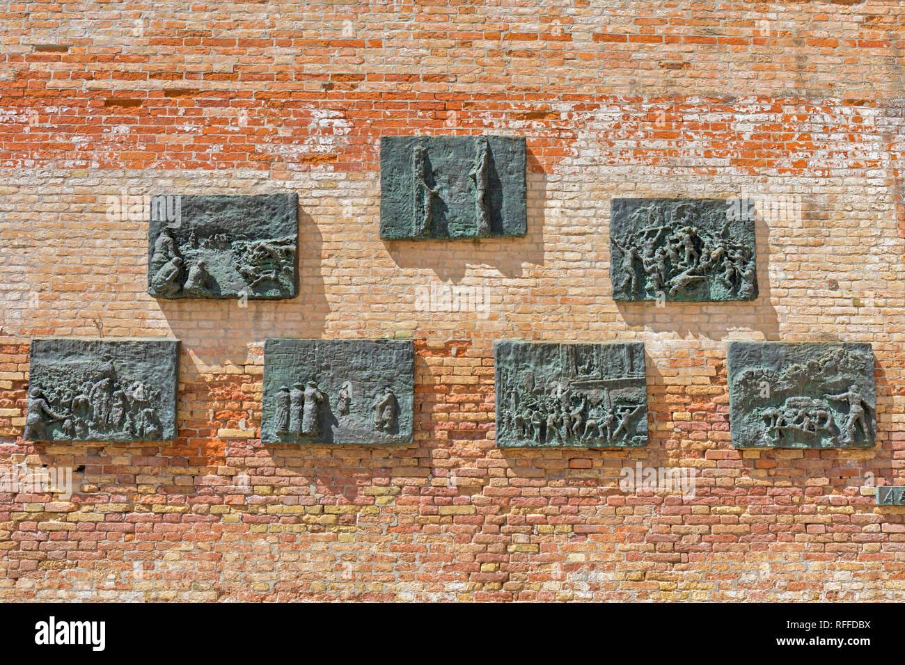 La deportazione Memorial nel campo di Ghetto Nuovo, Venezia, Italia. Il memorial, opera dello scultore Arbit Blatas che ha perso la sua madre durante la holo Foto Stock