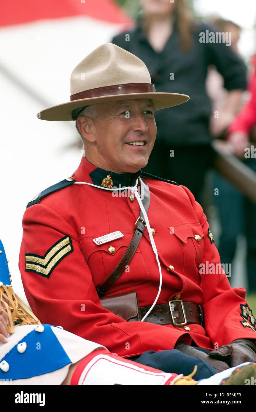 Mountie canadese del Royal Canadian polizia montata a Calgary Stampede  visualizza e8c806529dc9