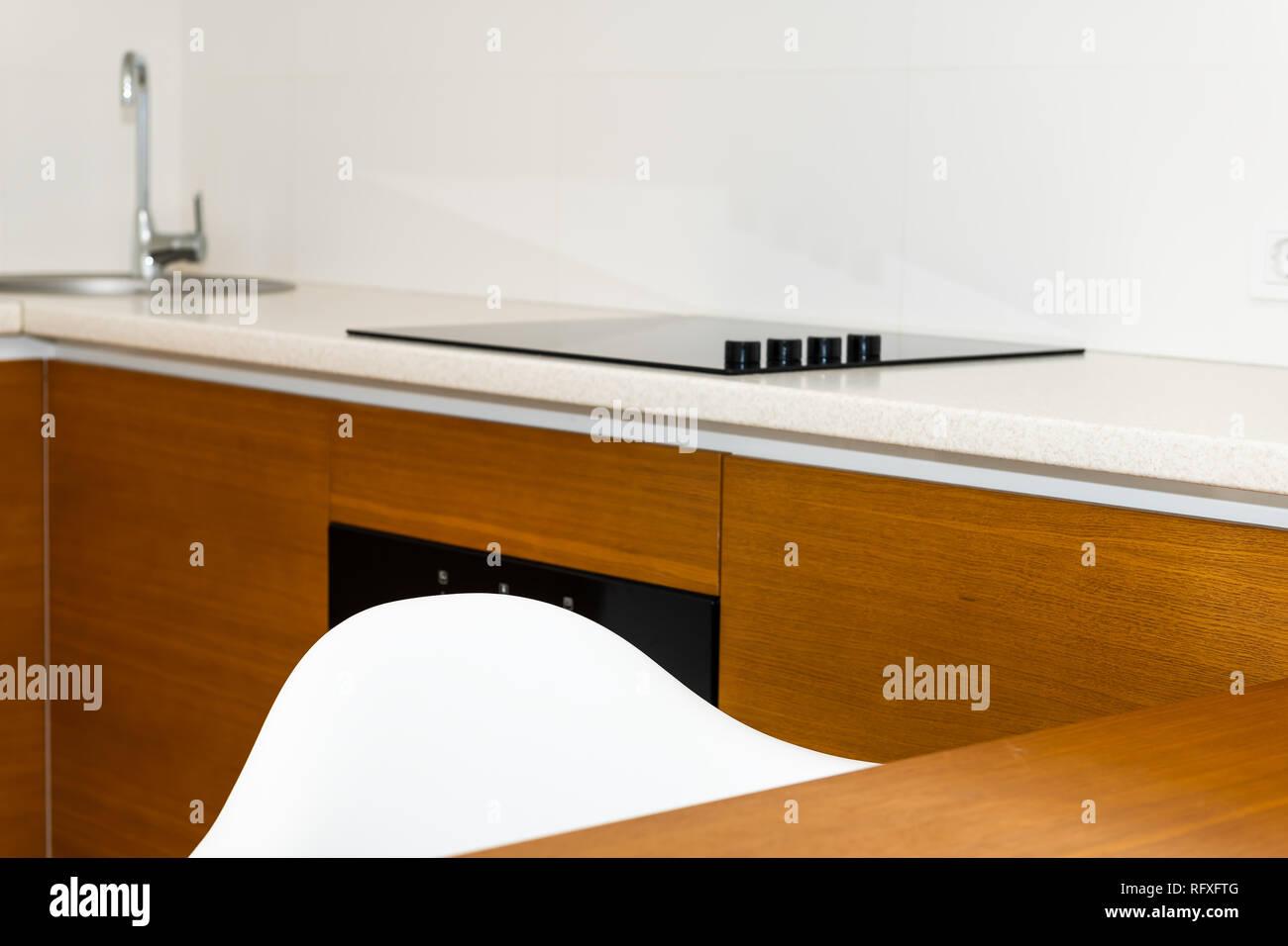 Moderne in legno marrone arancione caratteristiche cucina armadi in