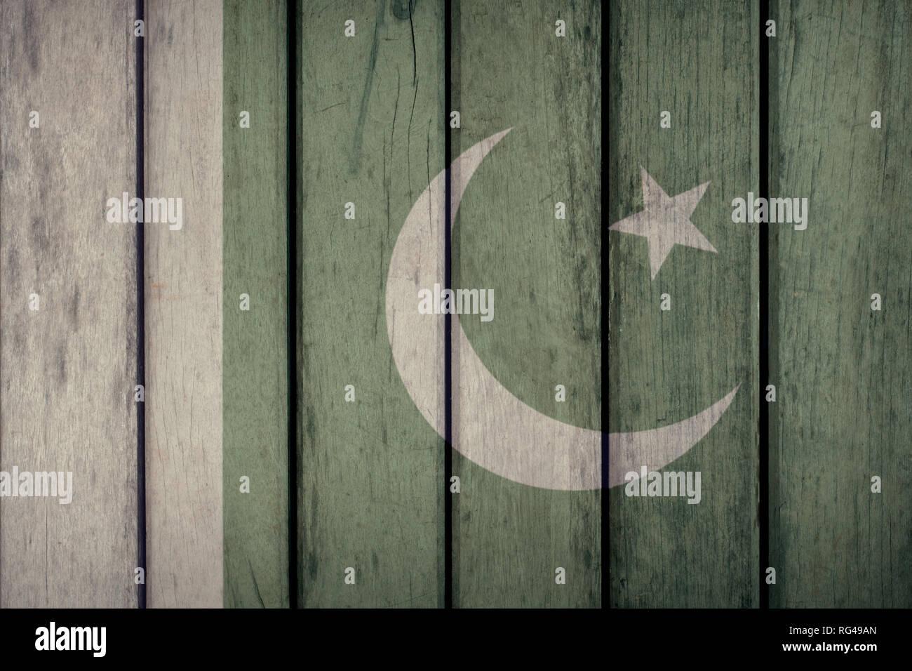 Il Pakistan politica News Concept: Bandiera pakistana recinzione di legno Immagini Stock