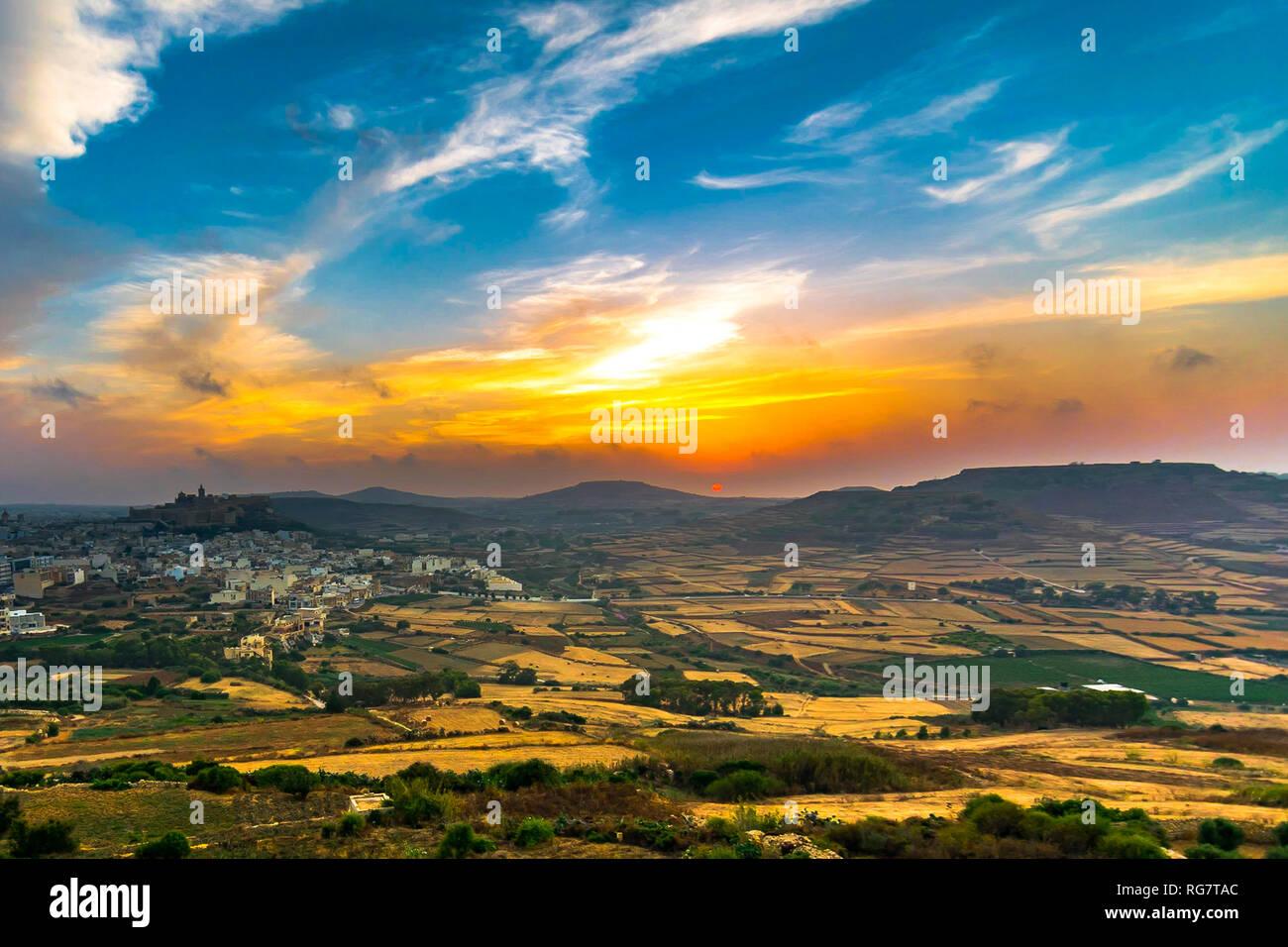 Un estate tramonto di Gozo Immagini Stock