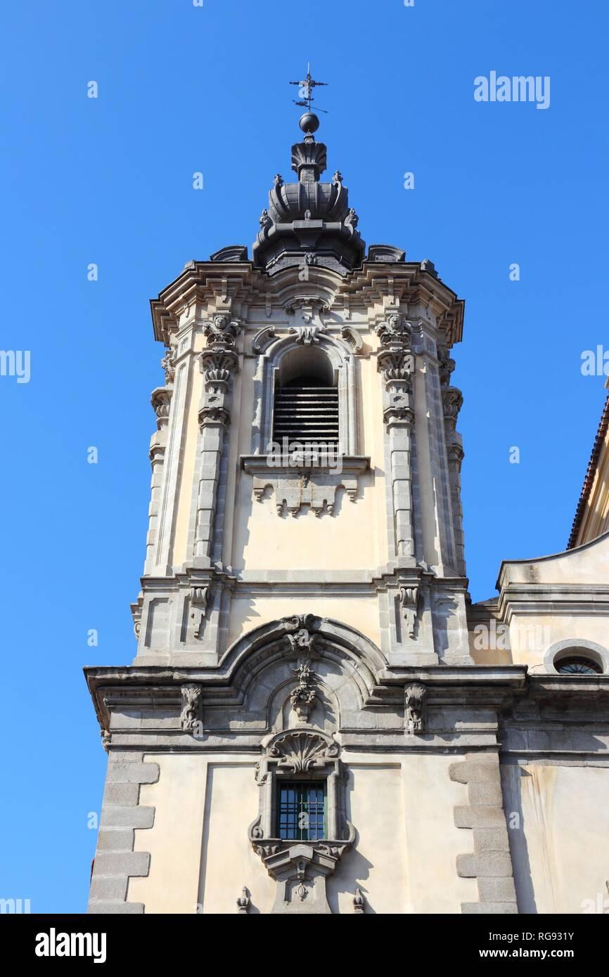 Lady Of Montserrat Immagini   Lady Of Montserrat Fotos Stock - Alamy ed16ba6f31e