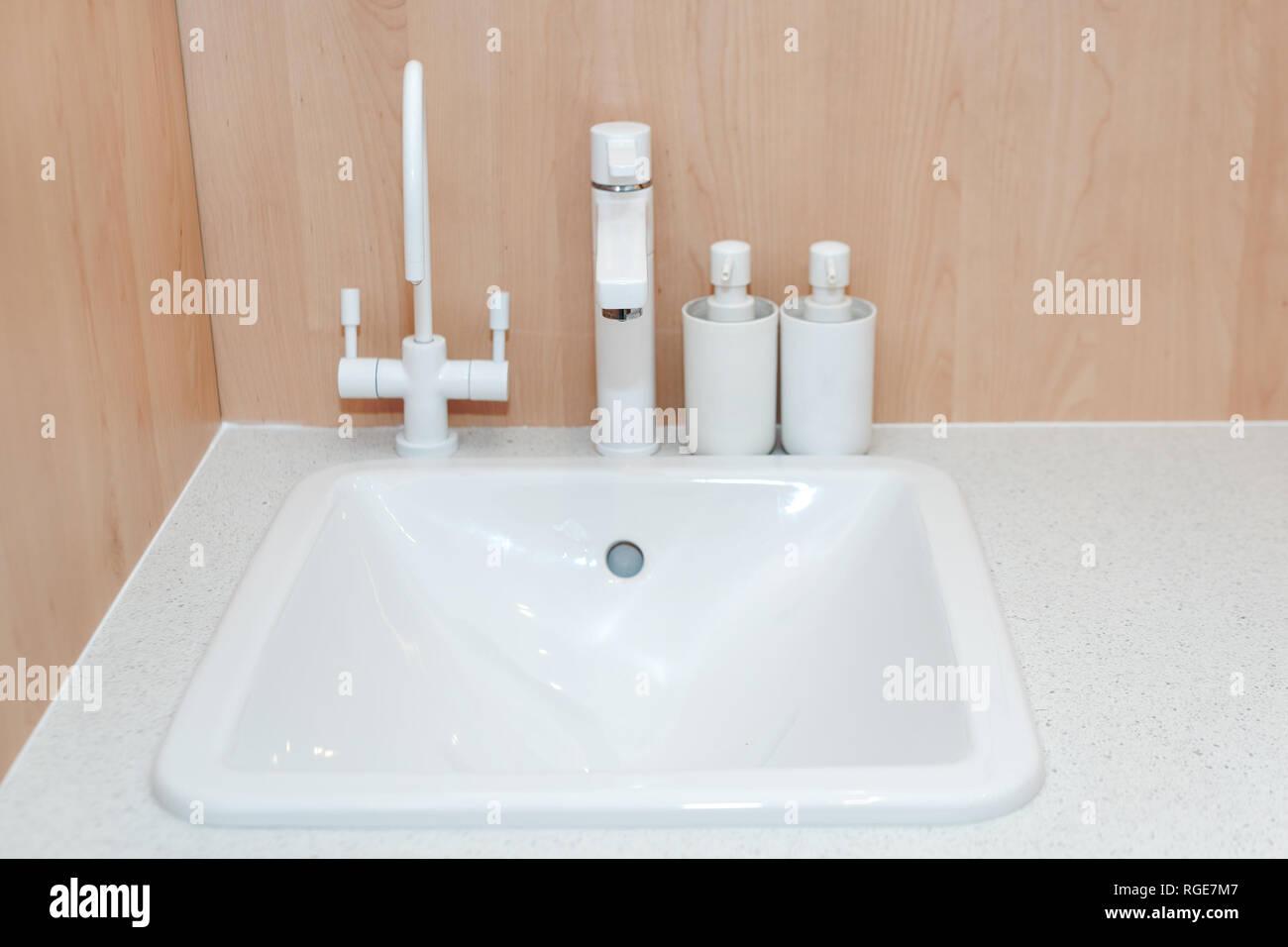 Moderna cucina rubinetto bianco e ceramica per lavello da ...