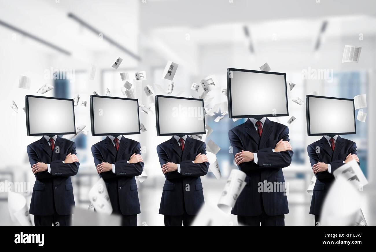 La televisione la dipendenza della gente di affari. Immagini Stock