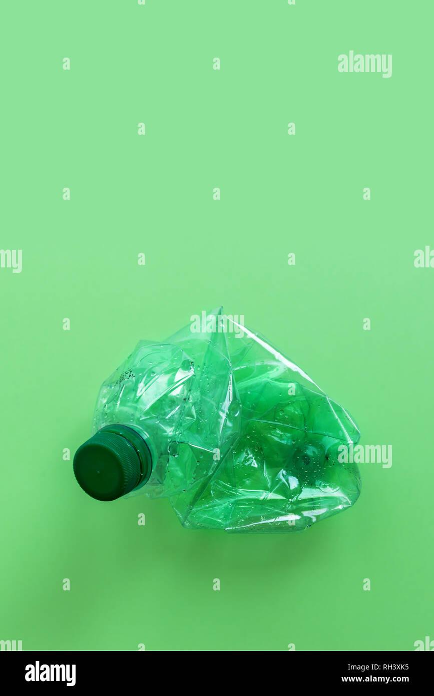 Bottiglie Di Plastica Usate Schiacciato E Accartocciata Contro Sullo