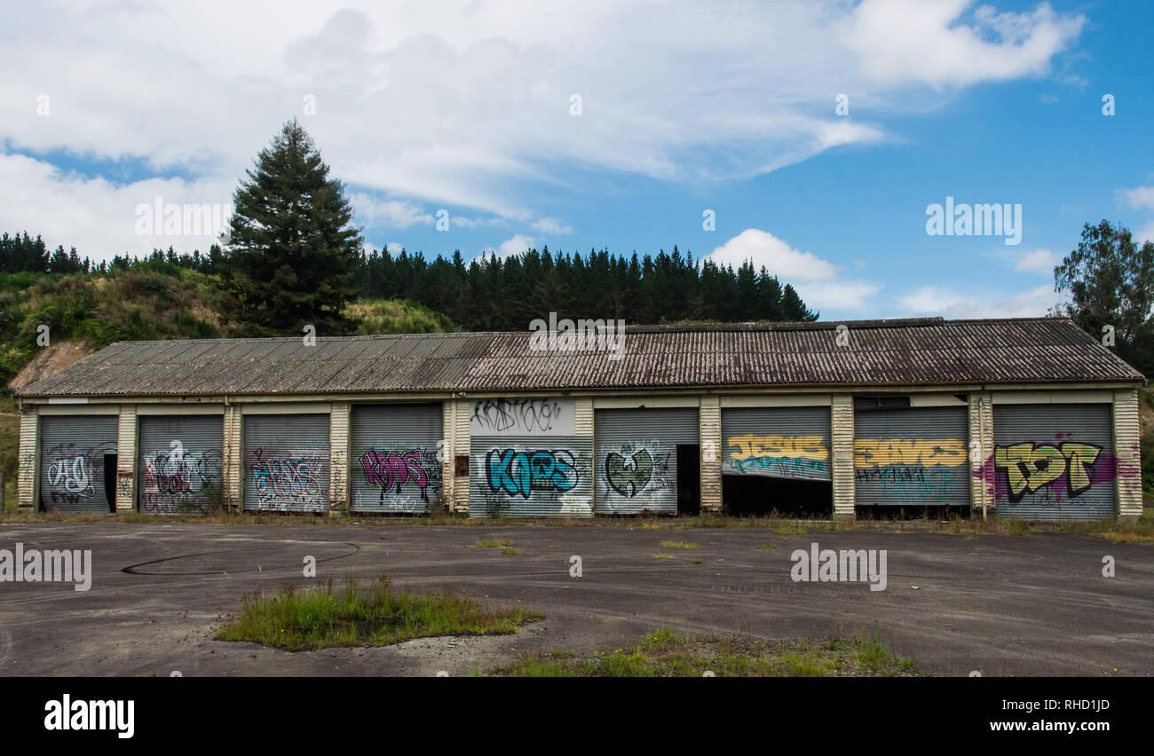 Graffiti, tagging, Arte di strada, cultura giovanile, Murapara, Baia di Planty, Isola del nord, Nuova Zelanda Immagini Stock