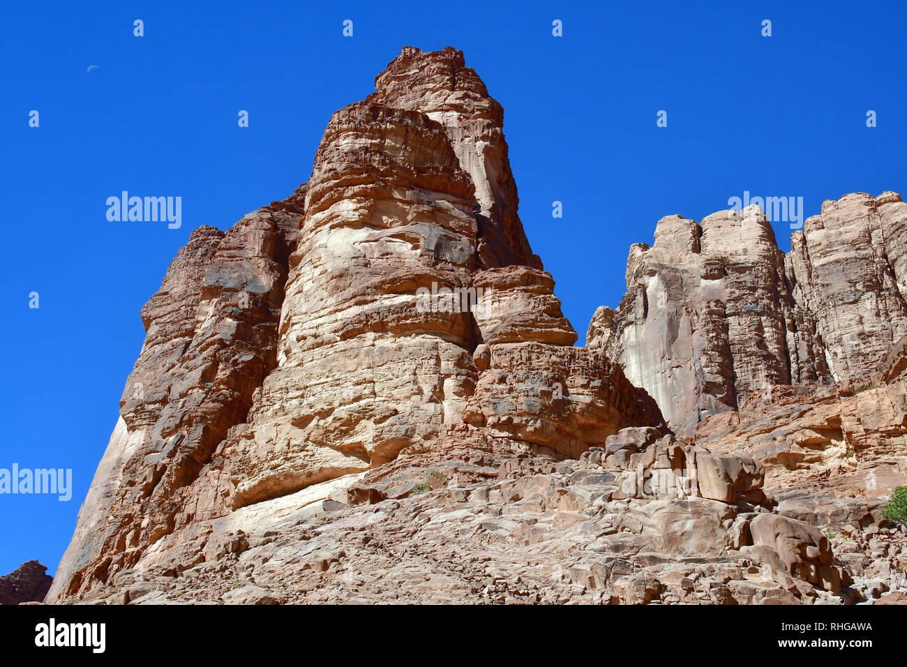 Le formazioni rocciose di Lawrence della primavera nel deserto a Wadi Rum. L'area protetta elencati come patrimonio mondiale dall' UNESCO, Giordania Foto Stock