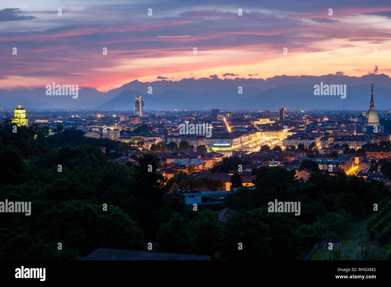 Torino alta definizione skyline al tramonto Foto Stock