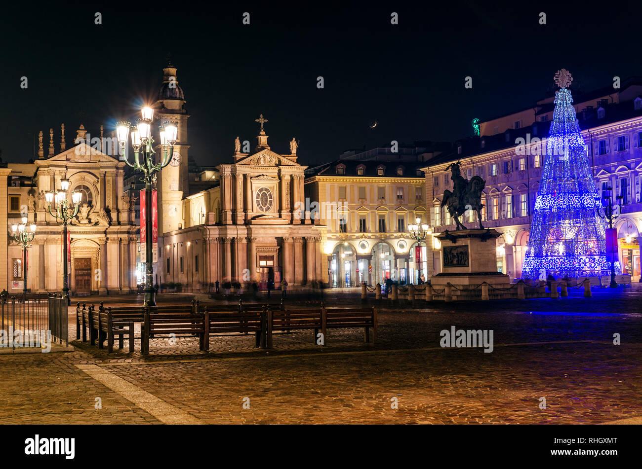 Torino l'elegante Piazza San Carlo nel centro della città al chiaro di luna Foto Stock