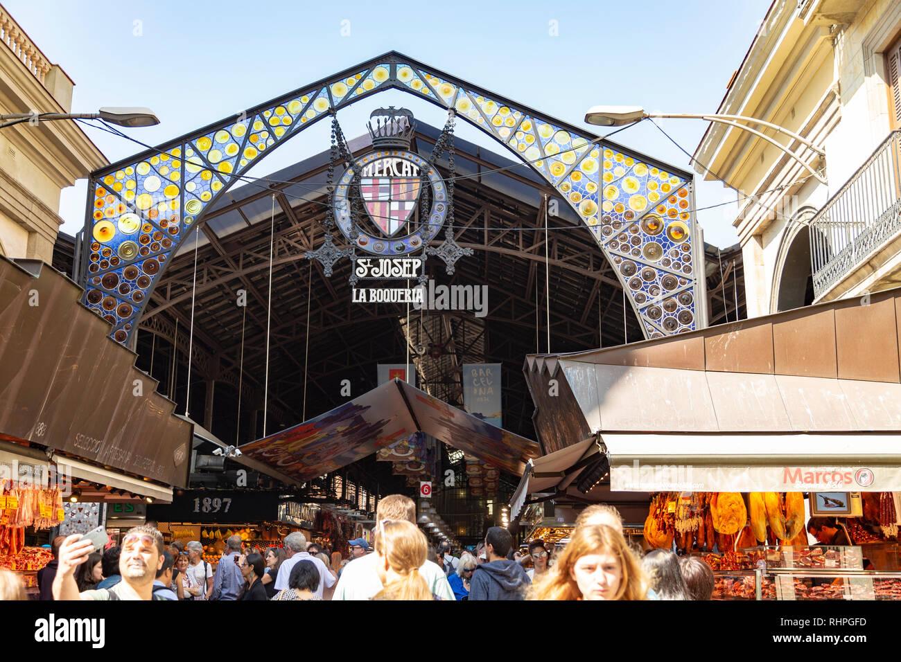 Ingresso al mercato La Boqueria a Barcellona Spagna Immagini Stock
