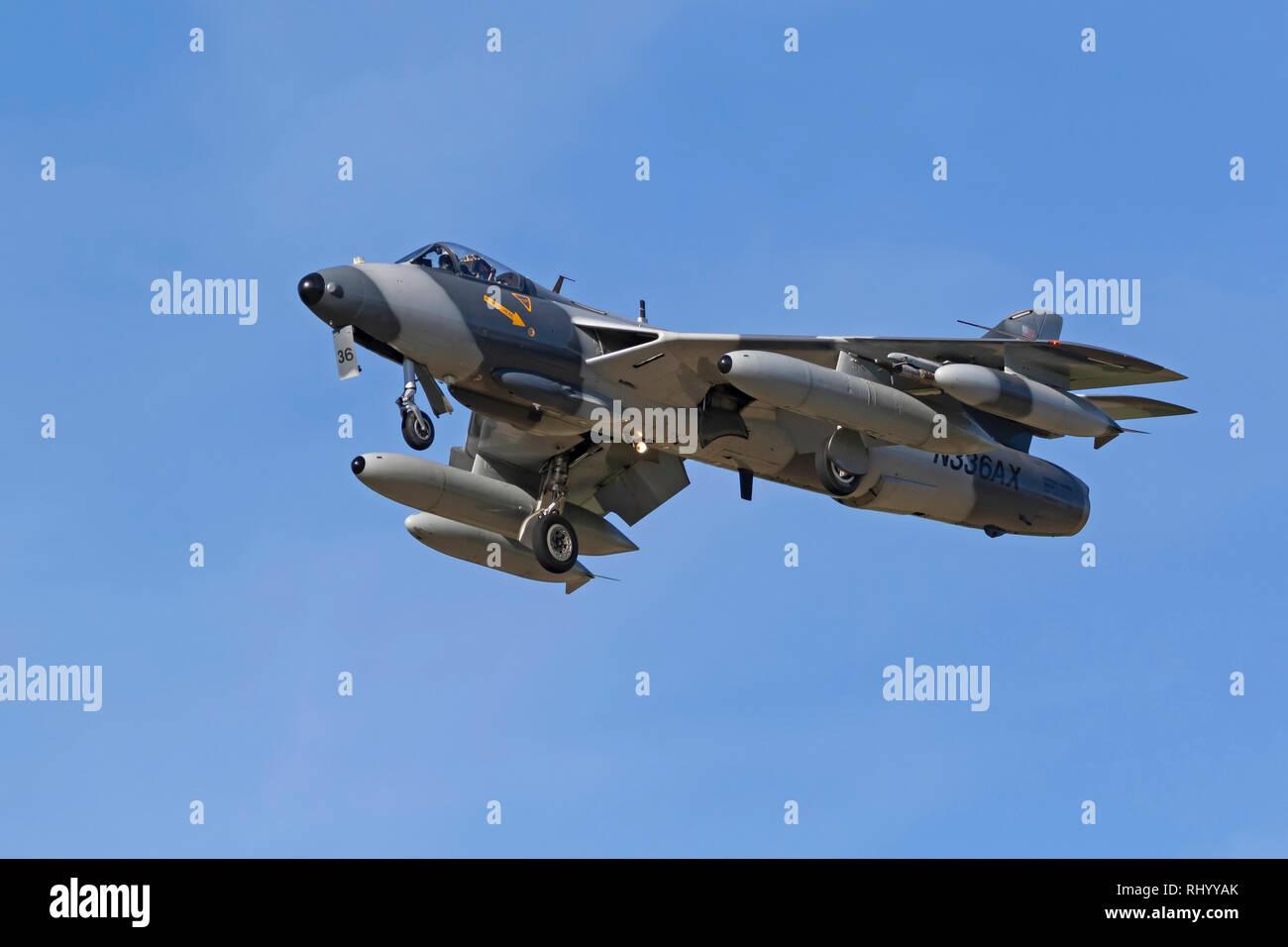 Aereo Hawker Hunter MK-58 in atterraggio a Pt Mugu Base Navale in California Immagini Stock