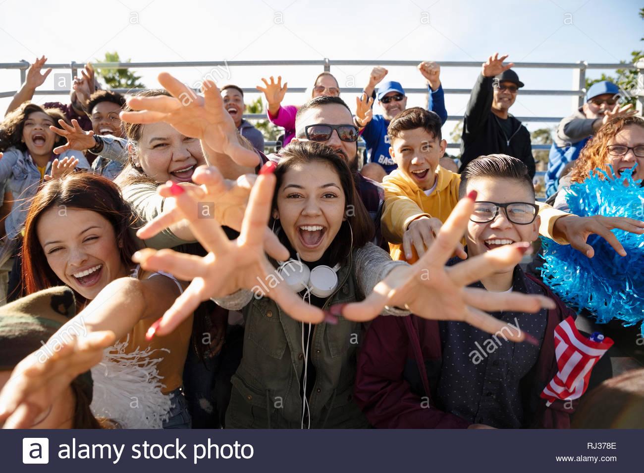 Entusiasti appassionati da gradinate al gioco di baseball Immagini Stock