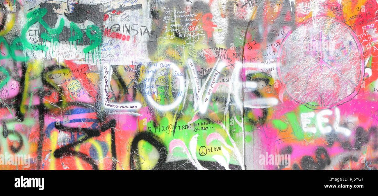 Praga, Repubblica Ceca. Mala Strana. Muro di John Lennon in Velkoprevorske namesti (Piazza) Foto Stock