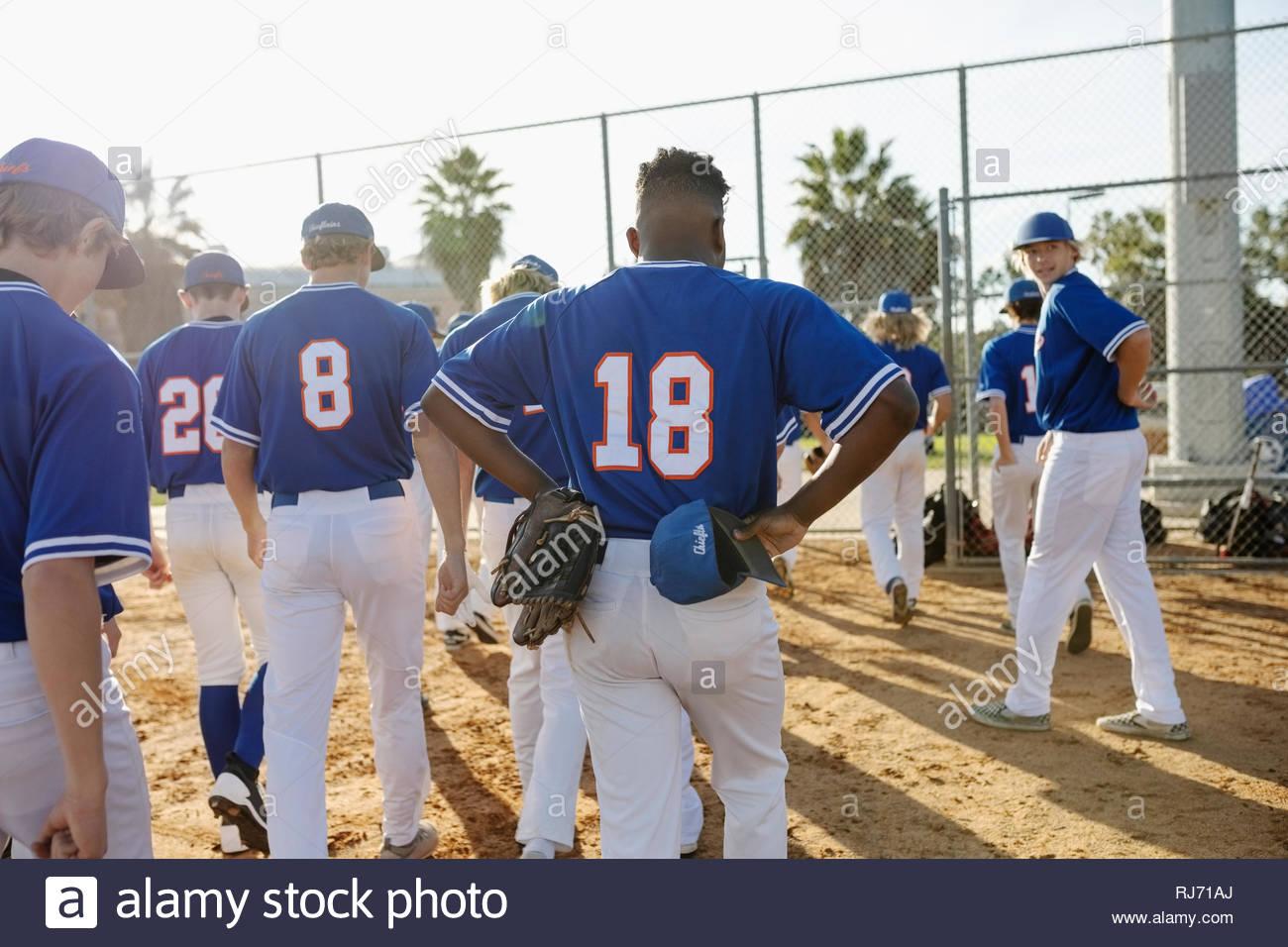 Squadra di baseball a piedi fuori campo Immagini Stock