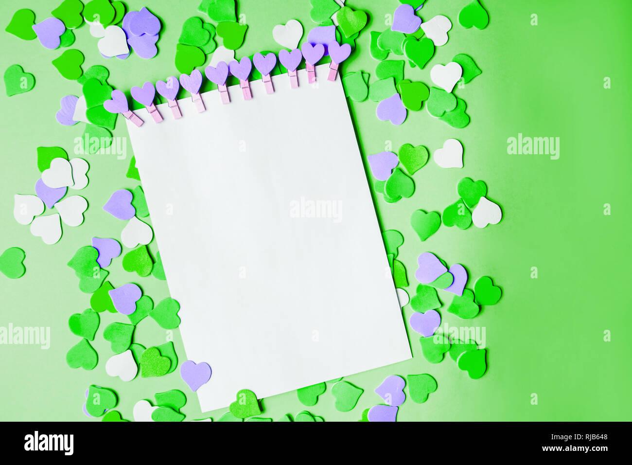 Bellissimo Sfondo Verde E Viola Bianco Cuori E La Carta Intestata
