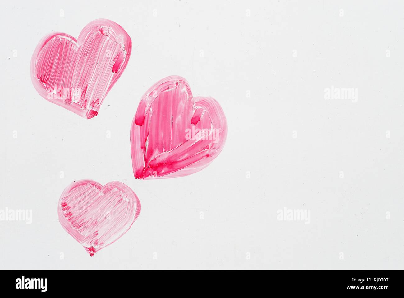 Disegnata a mano rosa il giorno di San Valentino cuori su una lavagna Immagini Stock