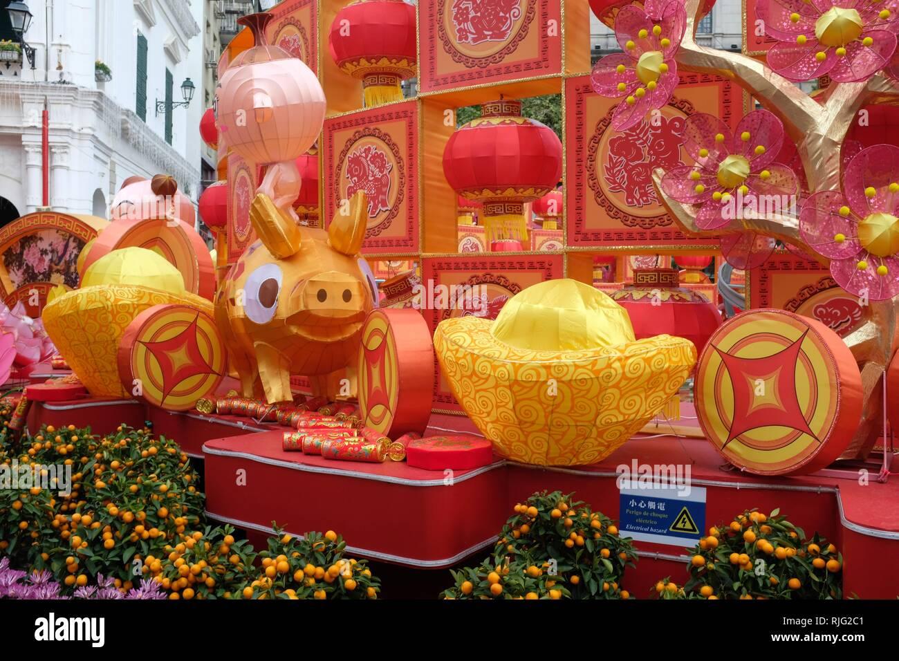 Macau SAR, Cina. 6 febbraio 2019. Nuovo anno lunare cinese decorazioni in Piazza del Senato Immagini Stock