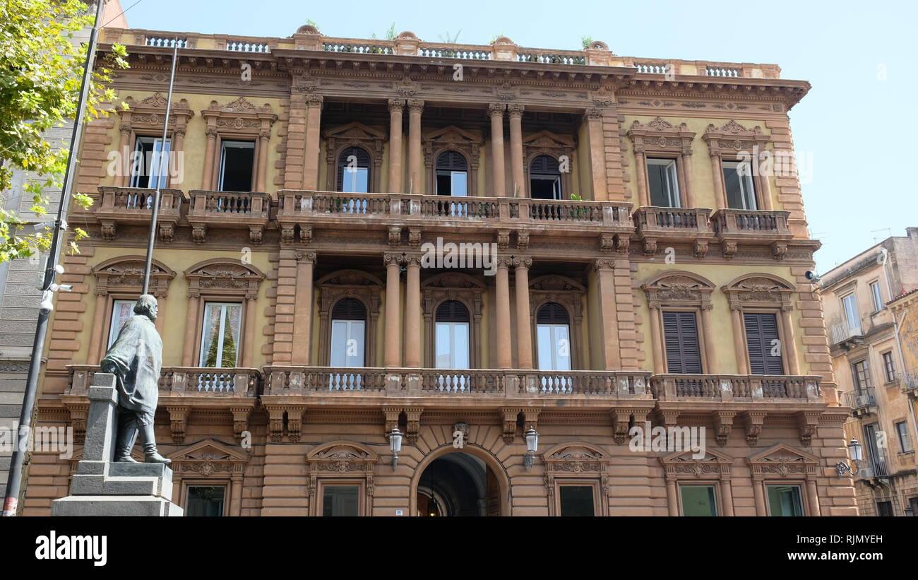 Catania, in Sicilia. Questa è la facciata di palazzo Pancari Ferreri, edificio tra il 1875 e il 1892 in stile Liberty, anche chiamato Liberty italiano. Immagini Stock