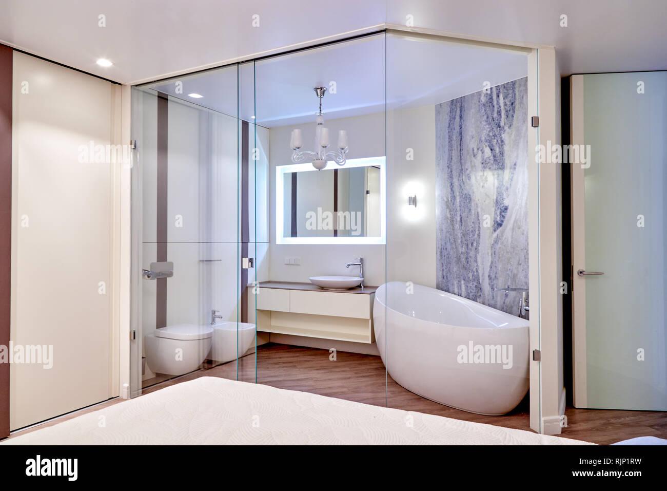 Bagno In Camera Con Vetro : Appartamento di lusso con camera da letto e stanza da bagno con