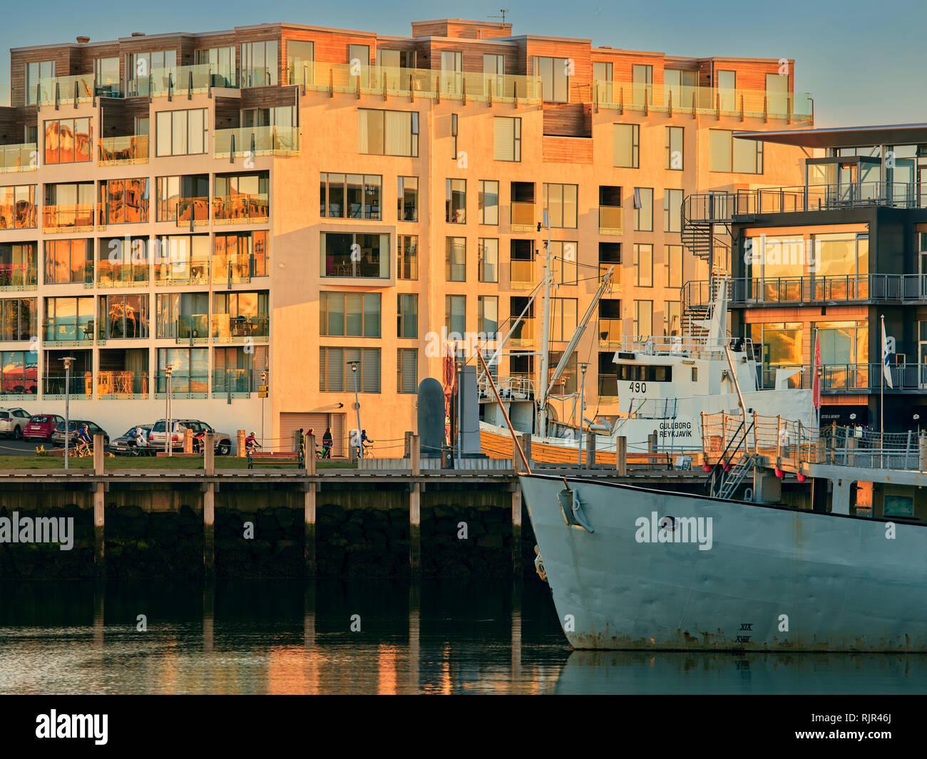 Edifici e Harbour, Reykjavik, Islanda Immagini Stock