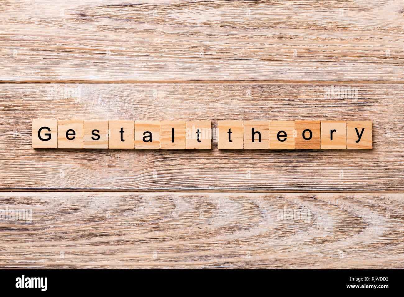 Teoria della gestalt, la parola scritta sul blocco di legno. teoria della Gestalt testo sul tavolo in legno per il desing, concetto. Immagini Stock