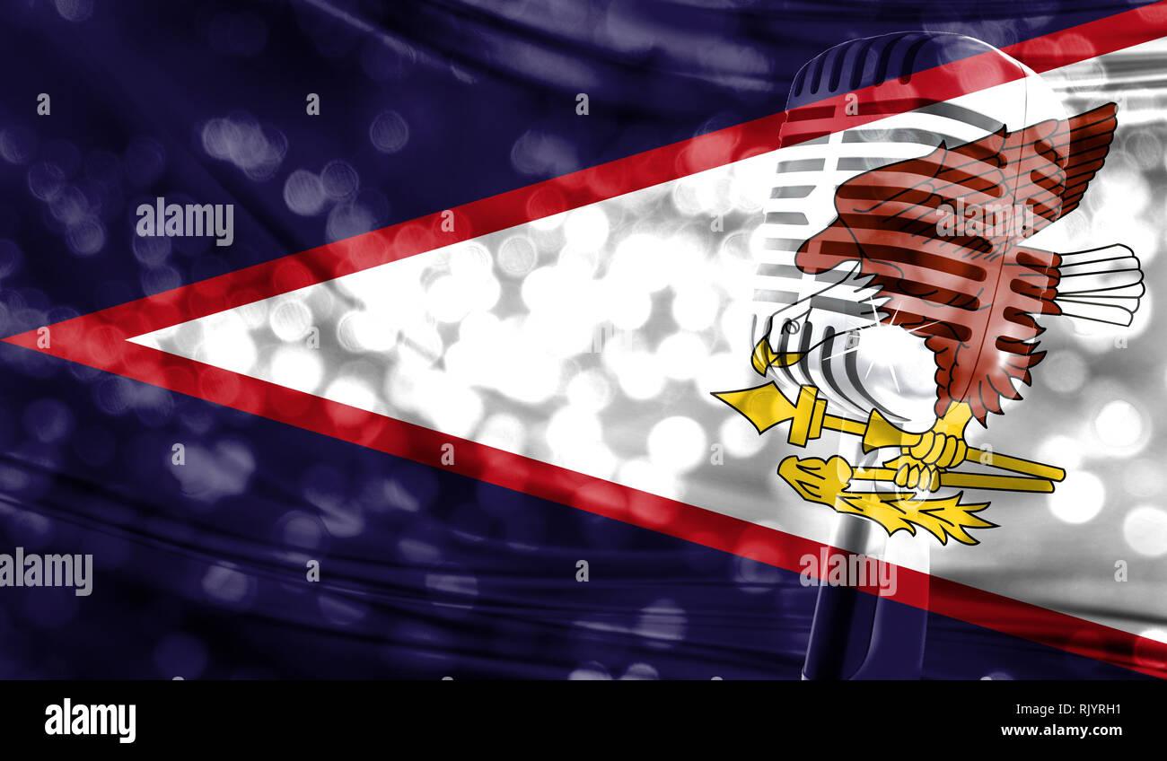 ae941cd3e6574f Il microfono su un sfondo di una sfocata Samoa Americane bandiera close-up  Immagini Stock