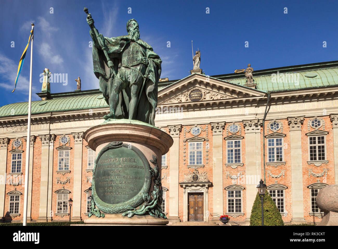 16 Settembre 2018: Stoccolma, Svezia - Statua di Gustavo Erici, nella parte anteriore del Riddarhuset, o Palazzo della nobiltà, a Stoccolma, in Svezia, su una sun Immagini Stock