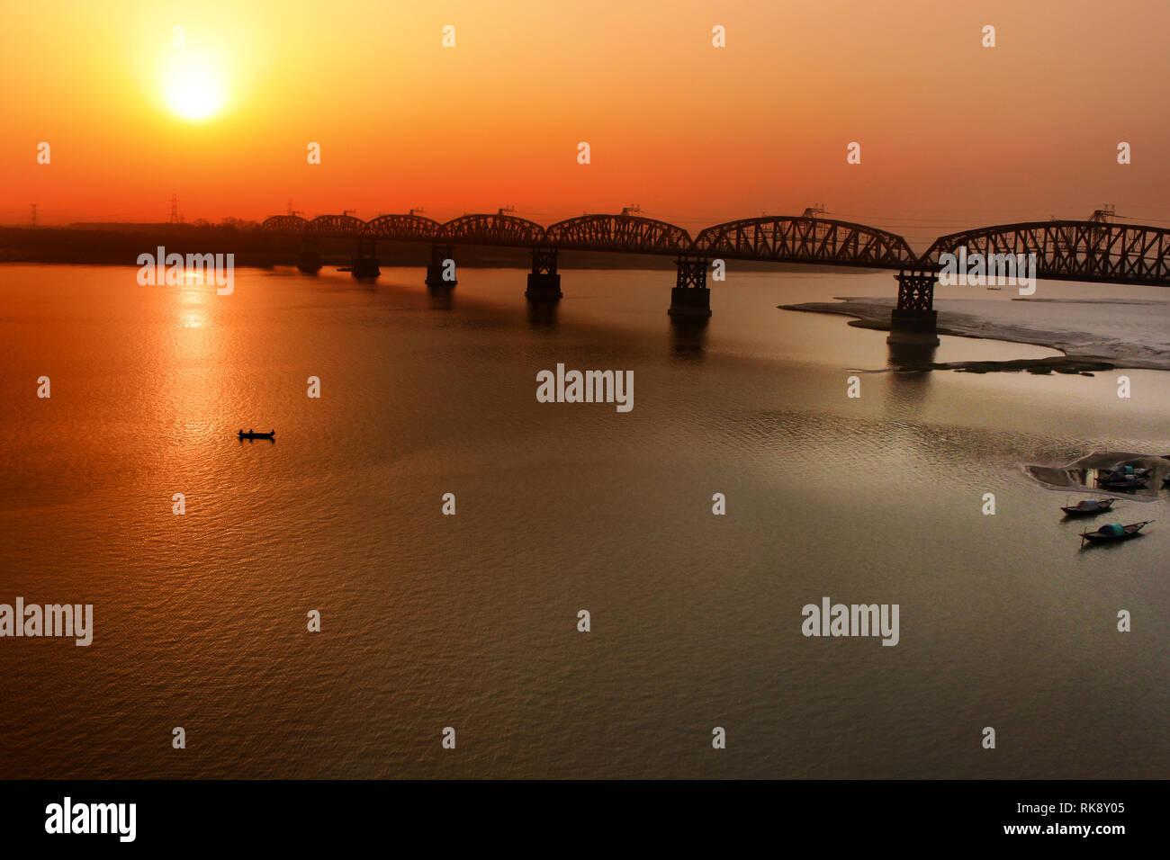 Il lungo 1,8 chilometri Hardinge ponte sopra il fiume Padma. È stato costruito nel 1912 dall'ingegnere britannico Sir Robert Gailes e nominato dopo il signore Michael Immagini Stock