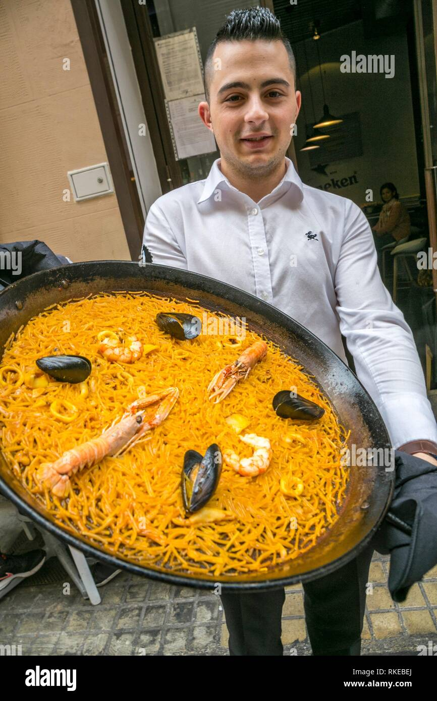 La paella piatto tipico. Lotelito camere e bar. Valencia. Comunidad Valenciana. Spagna. Immagini Stock