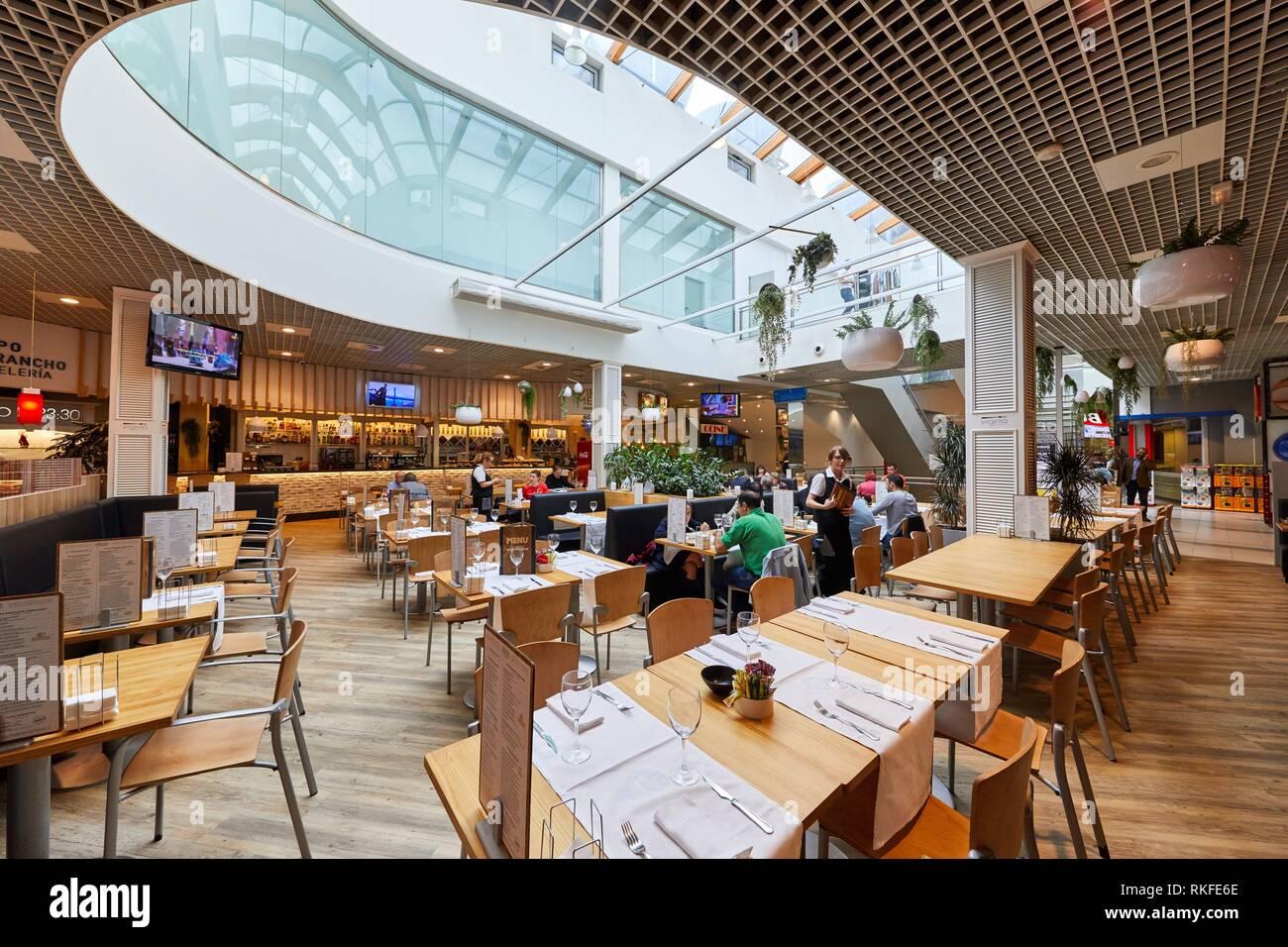 La sala da pranzo, tavoli per mangiare, Restaurante Bar Virginia Mendibil Menu & Fast buona, Mall, Centro Comercial Mendibil, Irun, Gipuzkoa, Paese Basco, Immagini Stock