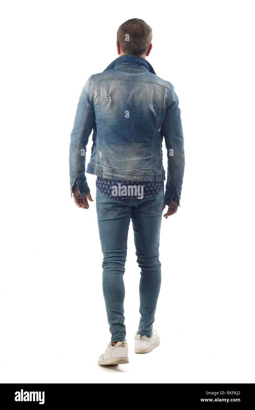 Uomo vestito con jeans blu isolato su sfondo bianco Foto