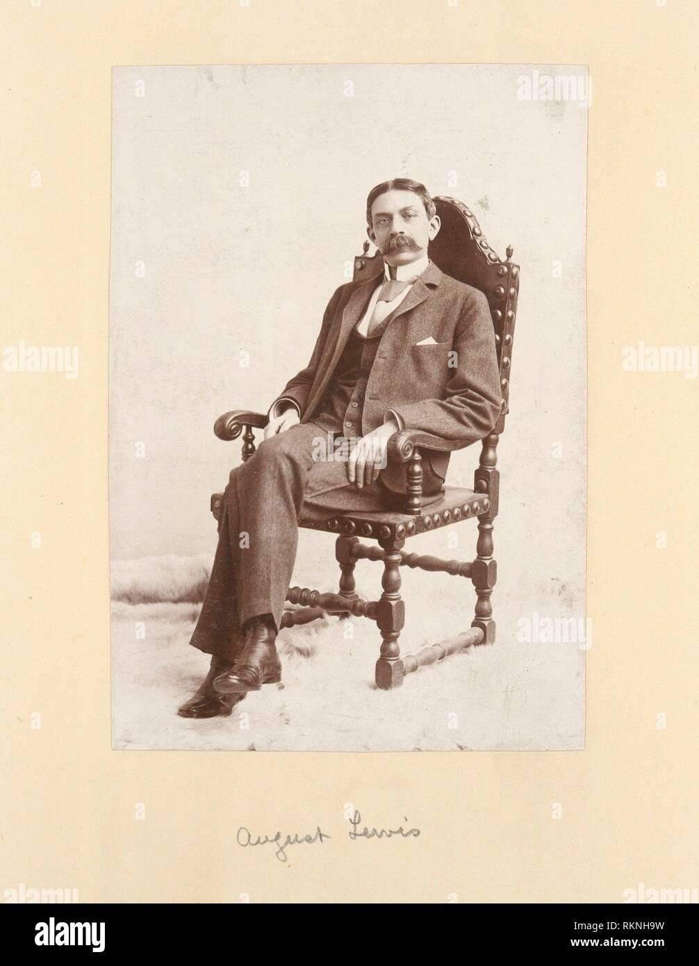 Agosto Lewis. La tassa unica: album di fotografie. Data di creazione: 1800 - 1899 (approssimativo) altri Data: [Data non disponibile]. Imposta unica George, Immagini Stock