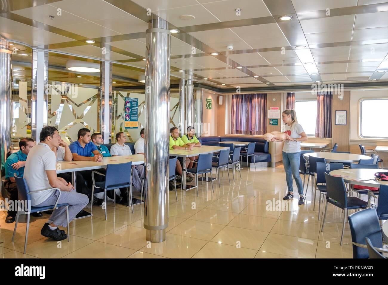 Primo soccorso corso di formazione, Visemar-Balearia nave, il porto di Palma di Maiorca, isole Baleari, Spagna. Immagini Stock