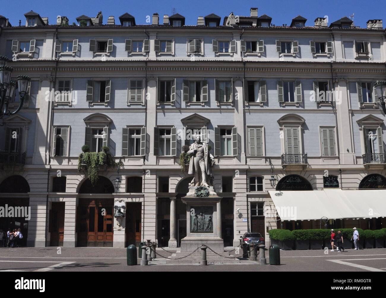 Torino, Italia: Teatro Carignano, con il Ristorante del cambio sul lato destro Foto Stock