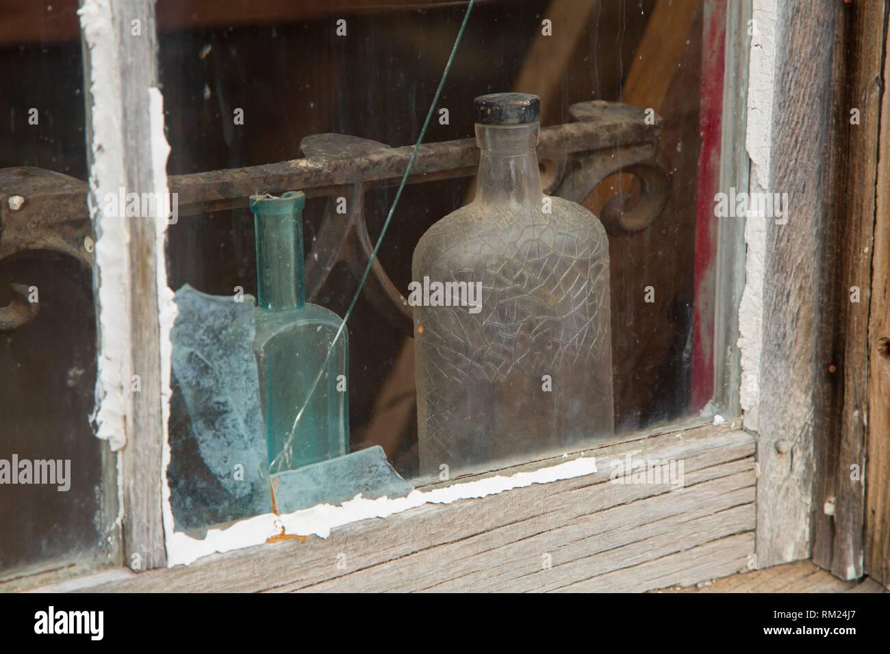 La sig.ra Phillips Home finestra, Berlin-Icthyosaur parco statale, Nevada. Immagini Stock