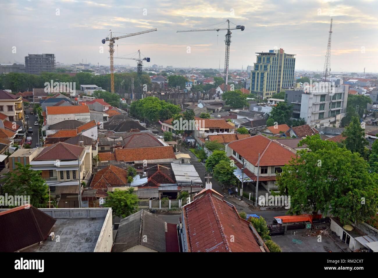 Panoramica di Semarang dall'Hotel Santika Premiere, isola di Giava, in Indonesia, sud-est asiatico. Immagini Stock