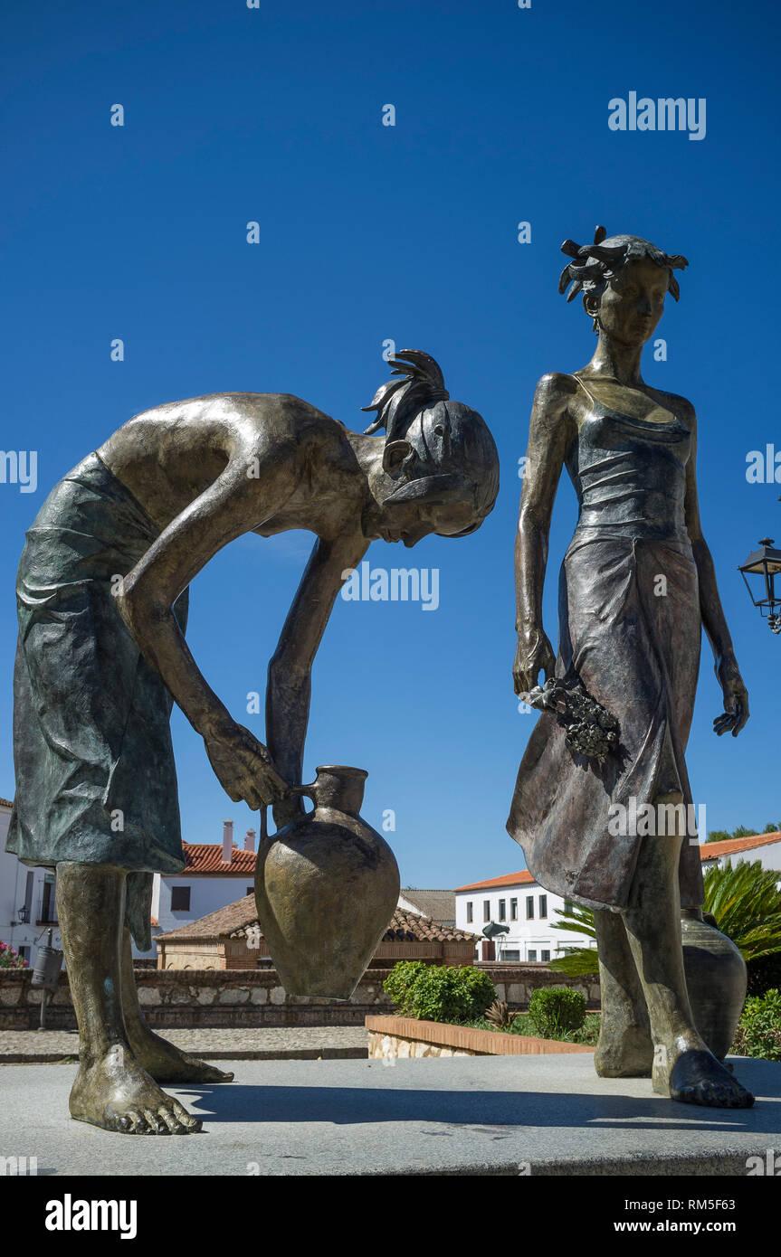 Statue in bronzo di portatori di acqua con acqua pentole, Plaza de las Gruta de las Maravillas, Aracena Huelva, Spagna Immagini Stock