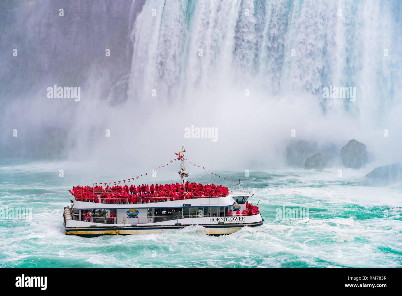 Toronto, SEP 29: Close up della bella Cascata Horseshoe con nave nelle vicinanze il Sep 29, 2018 a Toronto, Canada Foto Stock
