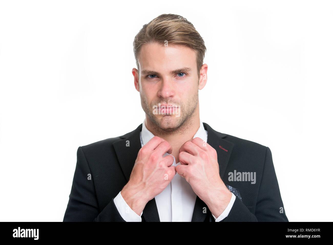 Collare bianco lavoratore. L'uomo ben curato abbottonatura collare bianco elegante abito formale isolato sullo sfondo bianco. Elegante macho pronto il lavoro in ufficio. Ragazzo serio elegante vestito bello attraente. Immagini Stock