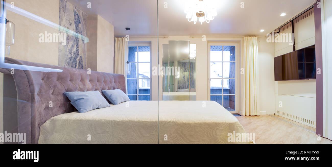 Letti Matrimoniali Di Lusso : Grande letto matrimoniale di lusso elegante camera da letto foto
