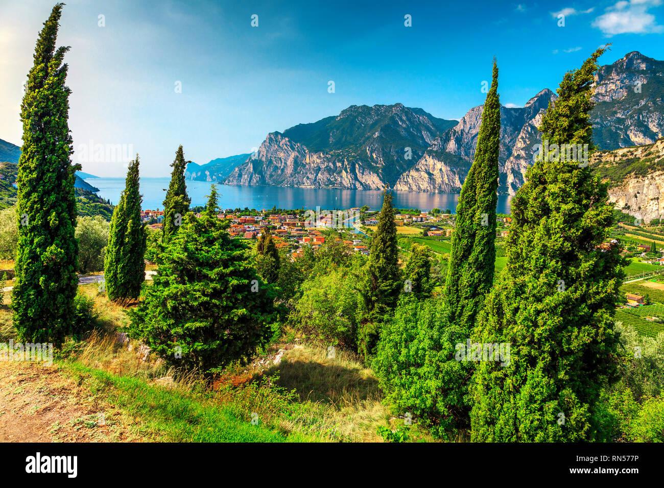 Incredibile soggiorno estivo con il lago di Garda e le alte montagne ...
