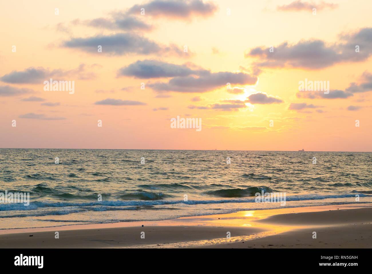 Di Un Bel Colore Rosa Tramonto Sul Mare Sfondo Foto Immagine