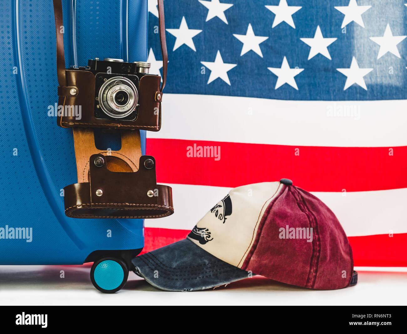 c0caa4577df558 Elegante, blu valigia, bandiera degli Stati Uniti, vintage fotocamera in una  custodia di