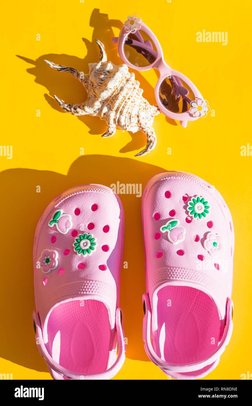 Zapatillas fondo color sobre de rosa gafas sol amarillo de con bebé yYv7gbf6