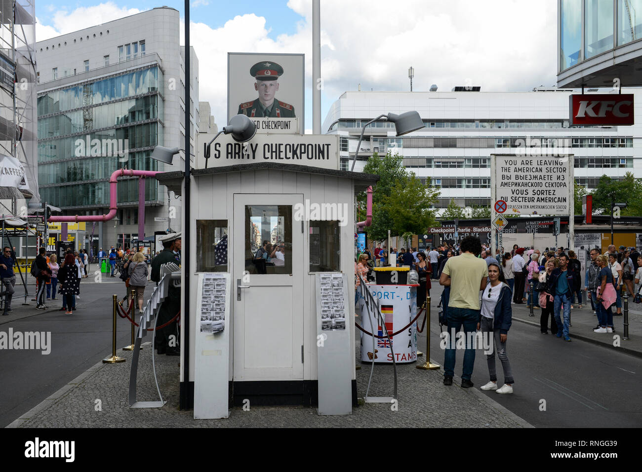 Germania Berlino, il muro, famosa stazione di frontiera Checkpoint Charly dopo la guerra fredda Immagini Stock